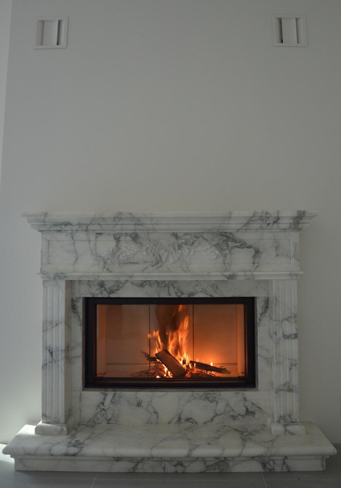 cornice caminetto classico in marmo bianco