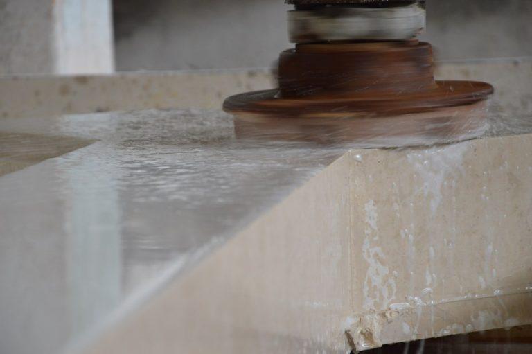 lavorazione artigianale marmo pietra